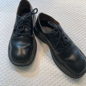 Born Shoes - Black round toed Born Tie up flats Sz 8